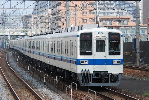Tobu8000_asakadai0808