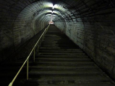 筒石駅階段