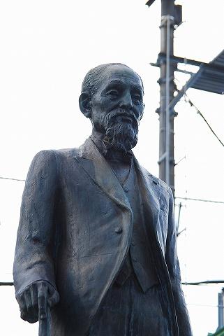 岡村貢銅像