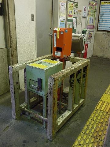 国道駅改札口