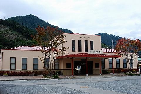 下吉田駅舎