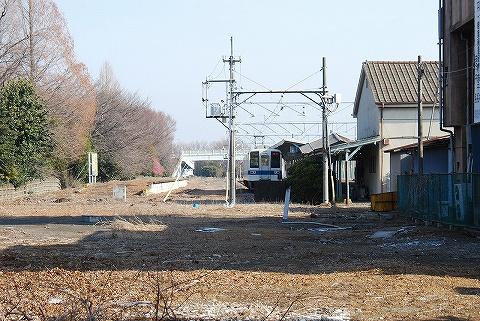 西小泉駅構内