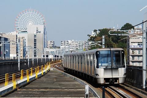 横浜市営地下鉄10000形@センター南'11.10.29