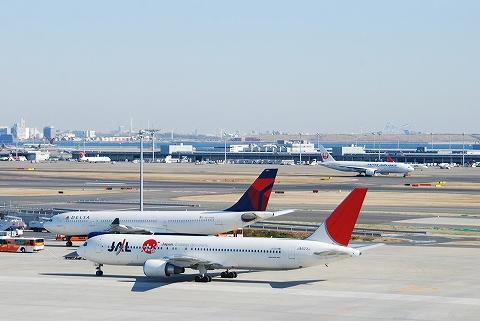 JLボーイング767-300@羽田空港'12.2.11