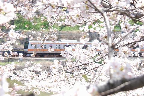 E233系@飯田橋'12.4.7