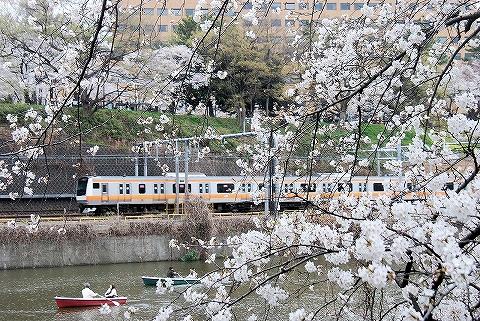 E233系@飯田橋'13.3.23