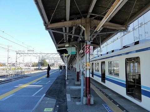 岩槻駅ホーム'13.12.1