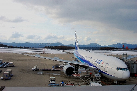 NH777‐200@広島空港'14.2.11