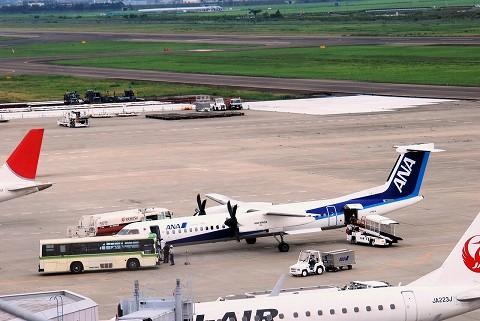 NHボンバルディアDHC-8ーQ400@仙台空港'15.7.25