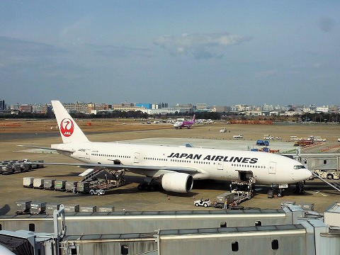 JLboeing777-200@福岡空港'17.2.26