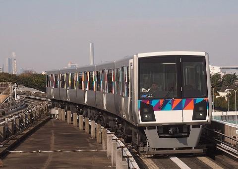 横浜シーサイドライン2000形@並木中央'17.3.12